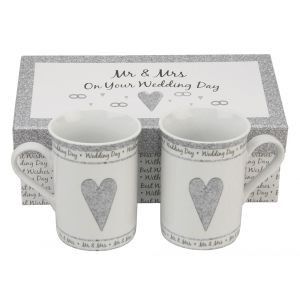 Lovely Pair of Gift Boxed Mr & Mrs Wedding Ceramic Mugs